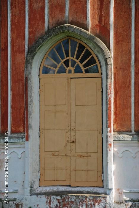 ширина входной двери в церкви