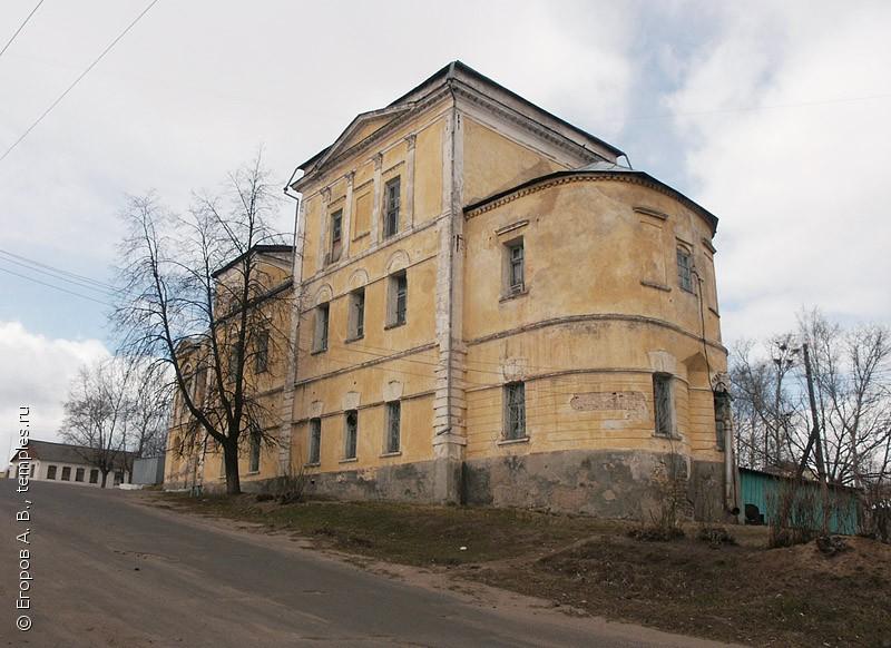 Успенский храм в г. Торжок Тверской области. Апрель 2003 года.