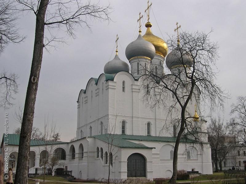 ... Новодевичьего монастыря в Москве: www.temples.ru/show_picture.php?PictureID=13941