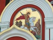 Храмовый образ на фасаде церкви Георгия Победоносца в Романово Медынского района Калужской области.