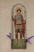 Покровская церковь в деревне Ельня Можайского района Московской области. Мозаичный образ св. вмч. Георгия на стене храма.