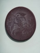 Каменный медальон с изображением Георгия Победоносца на западном фасаде часовни Георгия Победоносца в Куровском Орехово-Зуевского района Московской области.