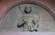 Горельеф на южном фасаде часовни Александра Невского (Хрустальной часовни) в Москве. Георгий Победоносец.