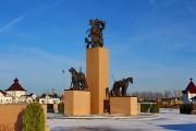 Памятник русской кавалерии, установленный на территории КСК Левадия в деревне Орлово Ленинского района Московской области.