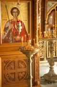 Киот с иконой Георгия Победоносца в интерьере церкви иконы Божией Матери Владимирская в Мытищах Московской области.