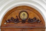 Икона на северном портале церкви Михаила Архангела в Пензе.