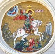 Мозаичный образ Георгия Победоносца на фасаде Георгиевской часовни при Учебно-методическом центре МЧС РФ, в Москве.