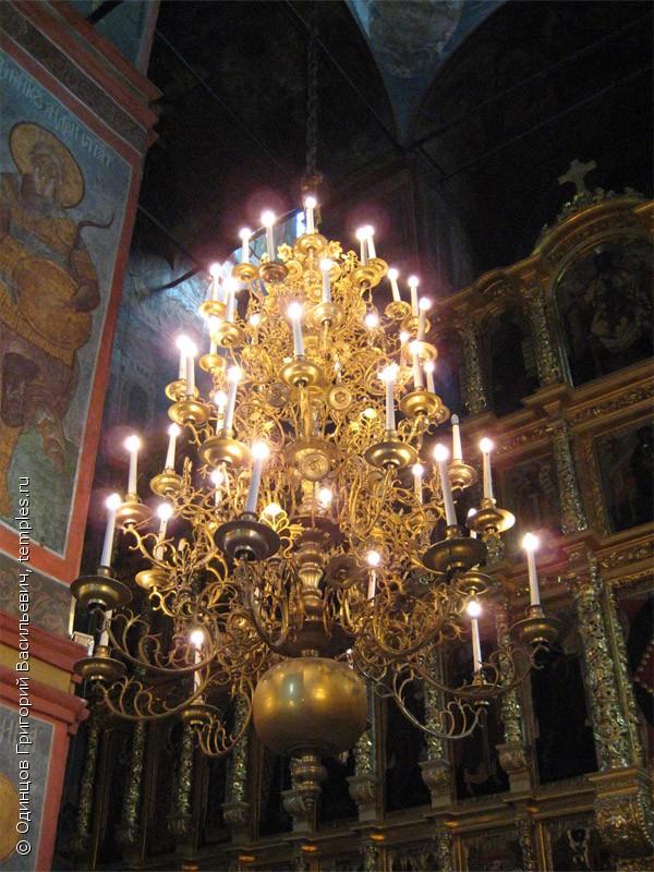 ... в Москве. Интерьер. Паникадило: www.temples.ru/show_picture.php?PictureID=40117