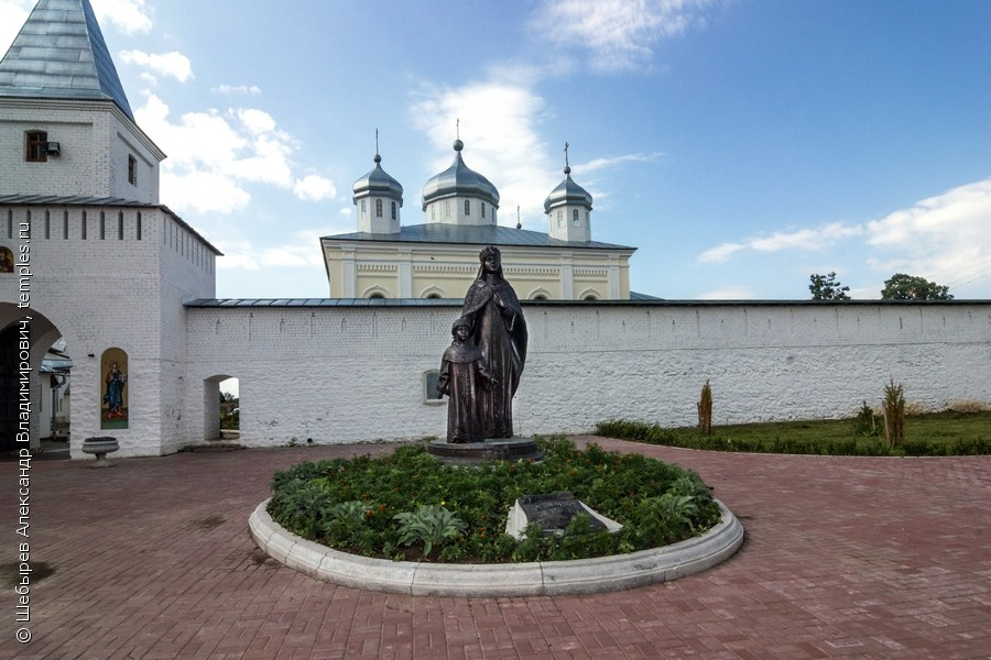 Эконом памятник Купола Мещовск Памятник с крестом на просвет Биробиджан