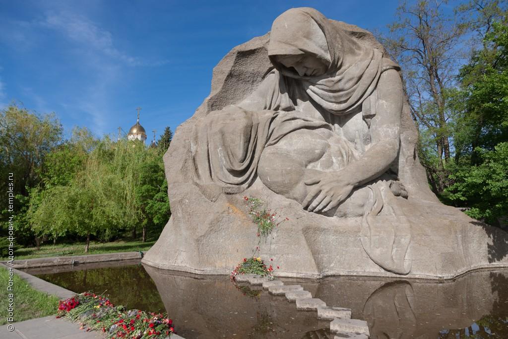 Памятники в волгограде на мамаевом кургане 10 мая продажа памятников из гранита оптом в омске
