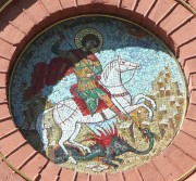 Мозаичный образ Георгия Победоносца над южным входом в церковь Александра Невского при 76-й десантно-штурмовой Черниговской дивизии в Пскове.