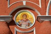 Храмовая икона на фасаде церкви Георгия Победоносца в Болхове Орловской области.