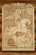 Храмовая резная икона на восточном фасаде церкви-часовни Георгия Победоносца в деревне Глинка Тосненского района Ленинградской области.