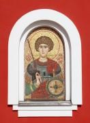 Мозаичный образ святого Георгия на западном фасаде церкви Александра Невского в Видном Московской области.